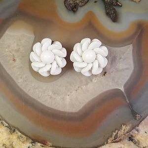 Vintage White flower clip on earrings GUC